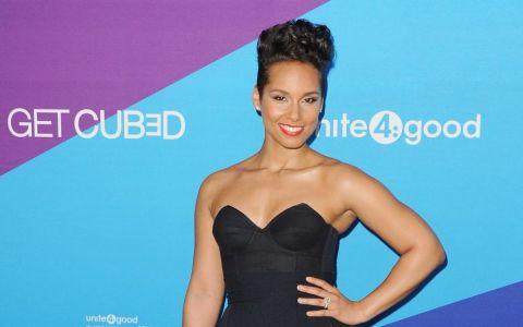 Alicia Keys, insarcinata in luna a sasea, a pozat nud pentru o campanie caritabila