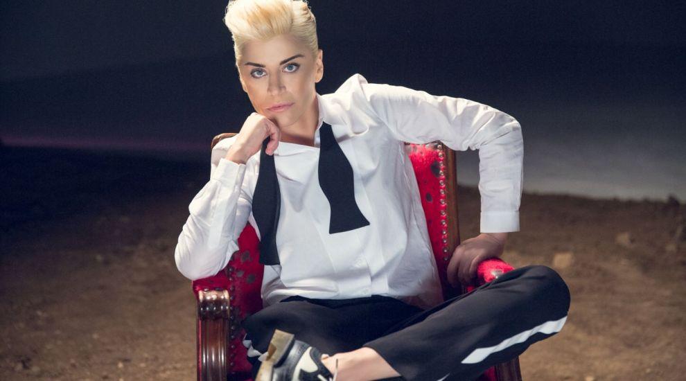 "Loredana isi lanseaza noul videoclip in direct ""La Maruta"""