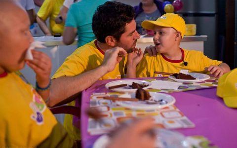 Alex Dima ne prezinta tabara care aduce magia in viata copiilor bolnavi de cancer ndash; duminica, la Romania, te iubesc!