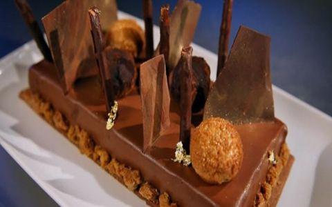 Cel mai spectaculos desert de la MasterChef. Cofetarul Ana Consulea te invata sa faci tarta cu ciocolata si zmeura