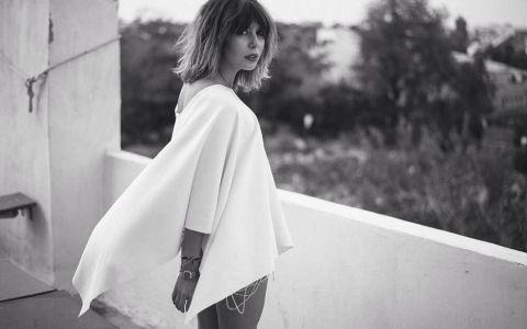 Sore, intr-o rochie care a lasat le vedere mai mult decat de obicei. Tinuta transparenta care a distrus limita imaginatiei