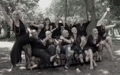 O femeie bolnava de cancer a crezut ca va participa la o simpla sedinta foto, dar a avut parte de surpriza vietii ei