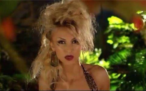 Andreea Balan, intr-un costum de Craciunita sexy. Fotografia care ii va face pe domni sa exclame: Acesta este raiul