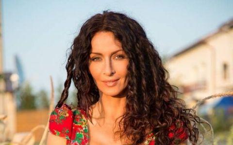 Mihaela Radulescu, asa cum nu o vei vedea la Romanii au Talent. Cum arata cu adevarat trupul vedetei atunci cand nu se apeleaza la Photoshop