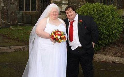 Povestea unui cuplu a ajuns documentar de televiziune:  Suntem prea grasi ca sa muncim . Cu ce bani si-au organizat o nunta extravaganta