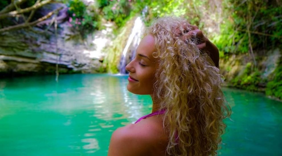 Alexia Talavutis, imaginea prin care a incis butonul de like. Look-ul natural al vedetei, o adevarata surpriza