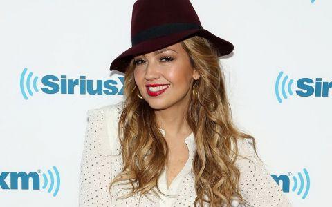 Imaginea in care Thalia ar putea fi confundata cu Jennifer Lopez. S-a fotografiat asa si a facut senzatie pe internet