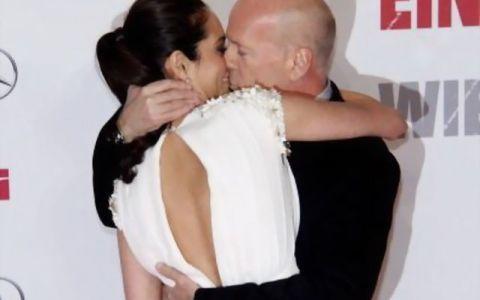 Pe el l-ai vazut in filmul  Greu de pensionat , dar putin stiu cat de frumoasa este Emma Heming, sotia lui Bruce Willis