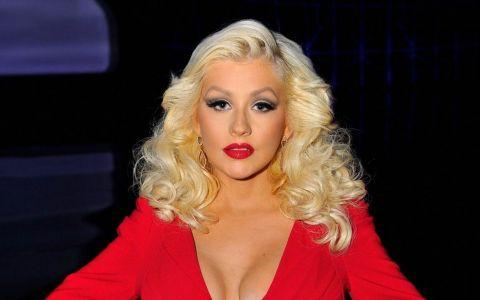 Christina Aguilera nu mai arata asa! Vedeta a renuntat la parul blond si s-a vopsit bruneta