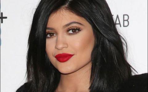 Kylie Jenner, de la fetita cu pistrui la tanara lipsita de inhibitii. Transformarea mezinei clanului Kardashian