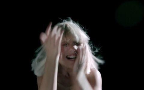 A impresionat o lume intreaga cu miscarile de dans. Cum arata Maddie Ziegler in noul videoclip al Siei,  Big Girls Cry
