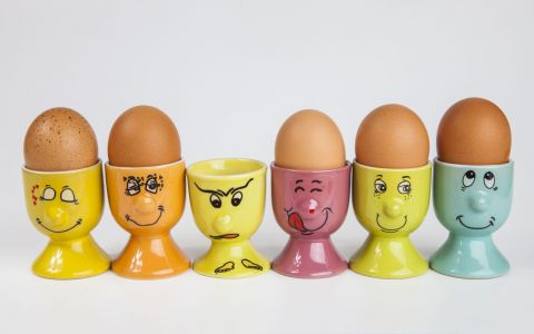 Cea mai tare metoda prin care poti sa cureti un ou fiert in doar cateva secunde - VIDEO