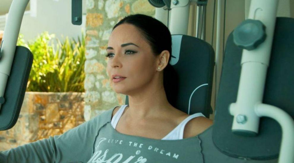 Andreea Marin, una dintre cele mai sexy aparitii din acest an. Vedeta si-a etalat silueta intr-o rochie eleganta