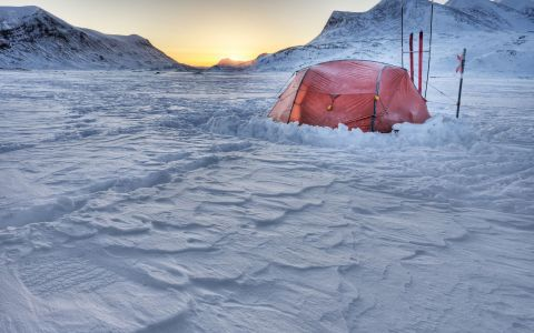 Cei 8 care s-au aventurat in prima expeditie romaneasca la Cercul Polar:  Cand respiri, parca inghiti ace de gheata