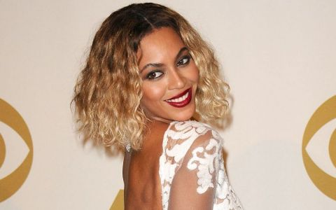 Beyonce a impresionat cu formele ei apetisante, intr-o pereche de jeansi mulati. Asa arata o femeie adevarata