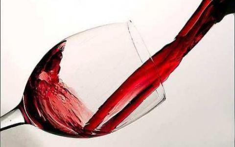 Inventia geniala a unei romance face inconjurul lumii. A creat paharele de vin perfecte pentru iubitorii de natura