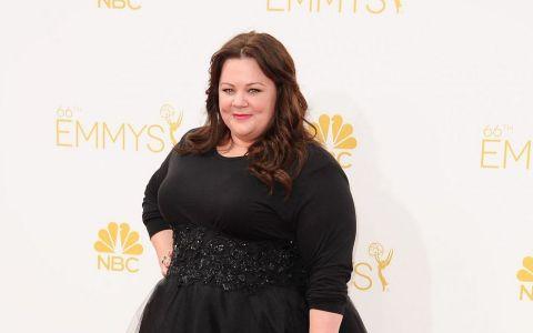Arata asa si era criticata pentru greutatea ei. Acum a slabit si pozeaza cu Jason Statham. Schimbarea Melissei McCarthy