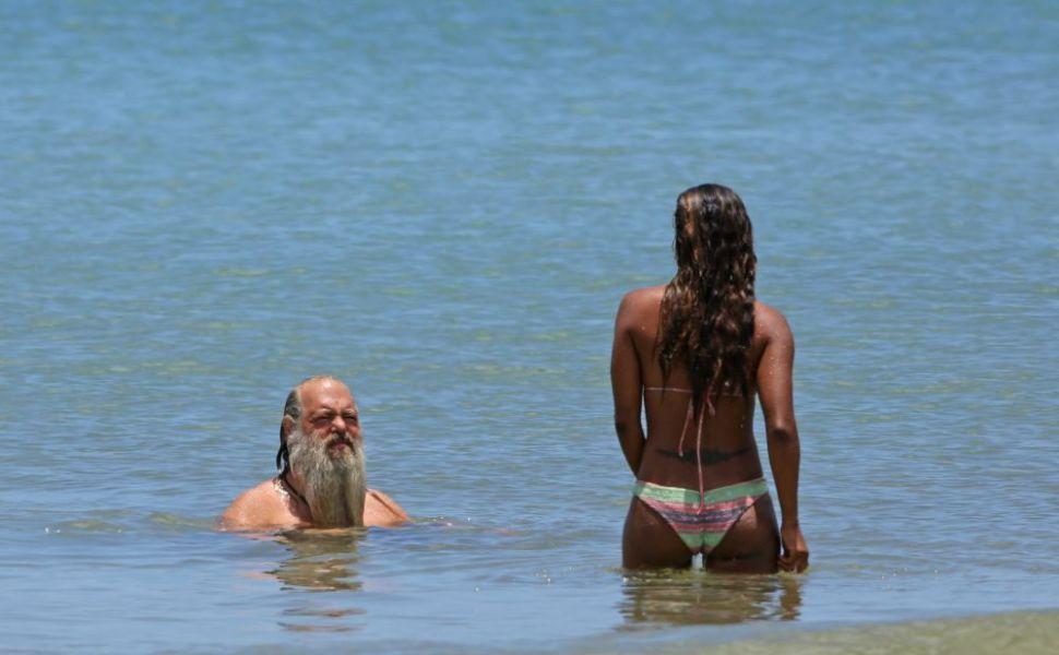 Cuplul care atrage priviri oriunde ar merge! Cum arata cand se intoarce cu fata iubita barbatului din imagine