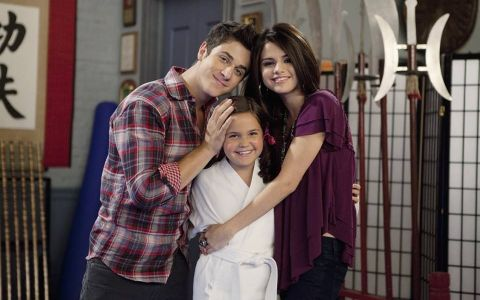 Sora mai mica a Selenei Gomez nu mai e o copila. Transformarea lui Maxine Russo din  Wizards of Waverly Place