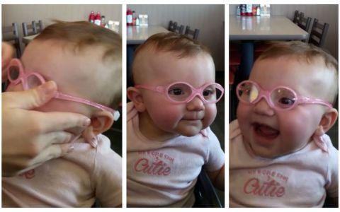 O fetita isi vede parintii pentru prima data. Reactia ei dupa ce si-a pus ochelarii face mai mult decat o mie de cuvinte
