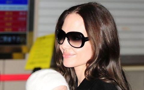 Angelina Jolie, la una dintre rarele aparitii alaturi de fiica ei, Shiloh. Cum arata la 10 ani fiica cea mare a vedetei