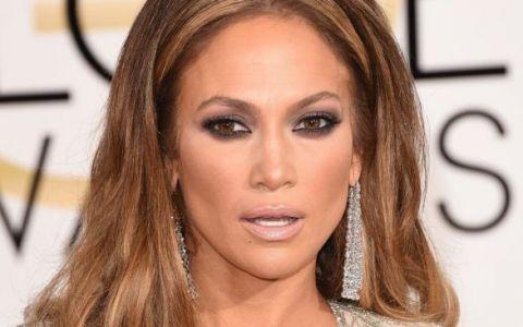 Pantalonii care ii arata adevarata dimensiune a posteriorului lui Jennifer Lopez. Cum a fost surprinsa vedeta