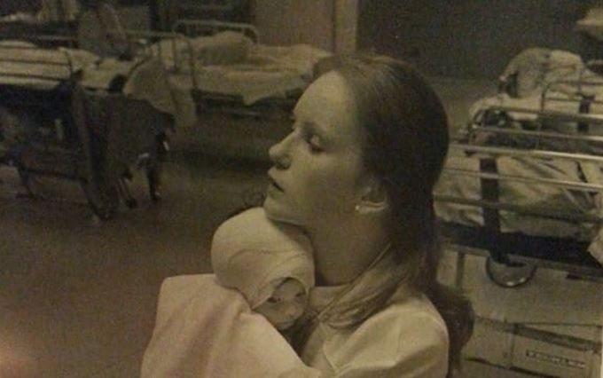 O infirmiera a avut grija de fetita care suferise arsuri grave. Ce s-a intamplat 37 de ani mai tarziu e emotionat