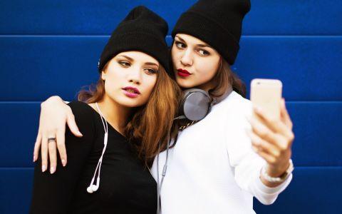 8 trucuri pentru selfie-uri de nota 10. Cum sa iesi perfect in poze de fiecare data