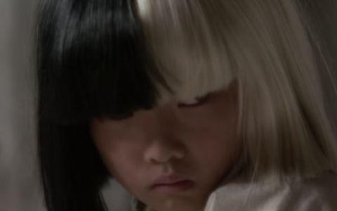 Sia a lansat videoclipul piesei  Alive  - VIDEO