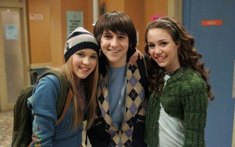 Au trecut 5 ani de cand juca alaturi de Miley Cyrus in Hannah Montana. Cat de mult s-a schimbat Oliver Oken
