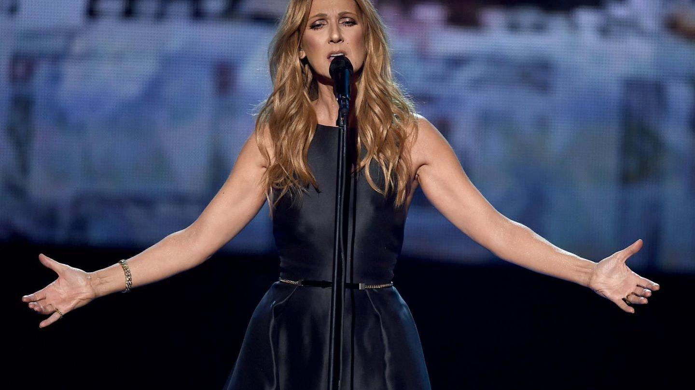 Celine Dion a adus lacrimi in ochii tuturor la American Music Awards. Cantareata a oferit un tribut victimelor din Paris