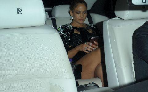 Jennifer Lopez, intr-o rochie care de abia i-a acoperit formele. Tinuta care a lasat la vedere mai mult decat de obicei