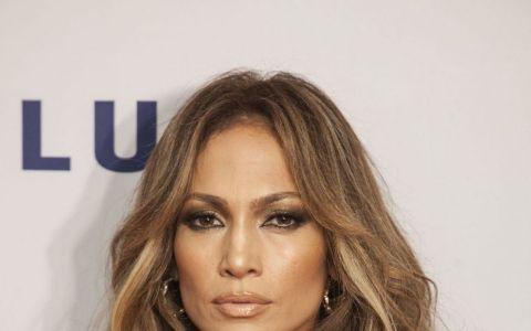 Diferenta uriasa pe care o fac extensiile de par. Paparazii au surprins cum arata parul natural al lui Jennifer Lopez