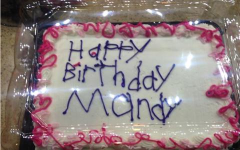 A mers la o cofetarie sa dea comanda pentru un tort. Ce a descoperit atunci cand a ridicat comanda