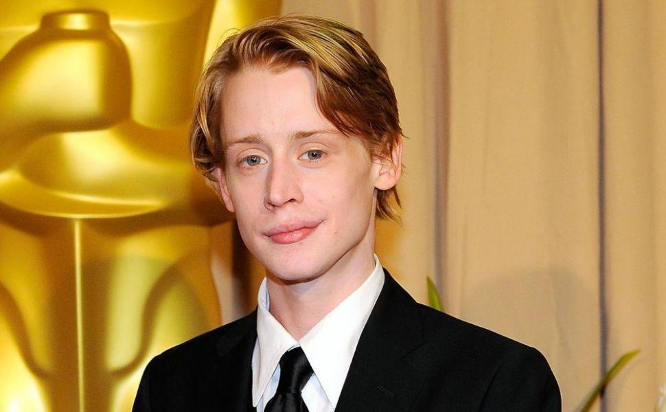 Imagine rara cu Macaulay Culkin. Cum s-a lasat pozat actorul la 25 de ani de la premiera filmului  Singur Acasa