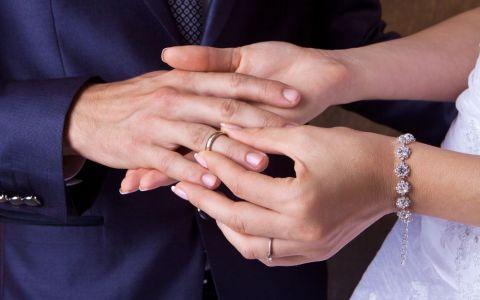 Poveste lor a luat cu asalt presa internationala. O suedeza s-a casatorit cu Florin, un cersetor roman de 22 de ani