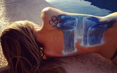 E posesoarea unor tatuaje unice. S-a lasat pe mana iubitei, iar rezultatul este spectaculos. O Iluzie optica de milioane