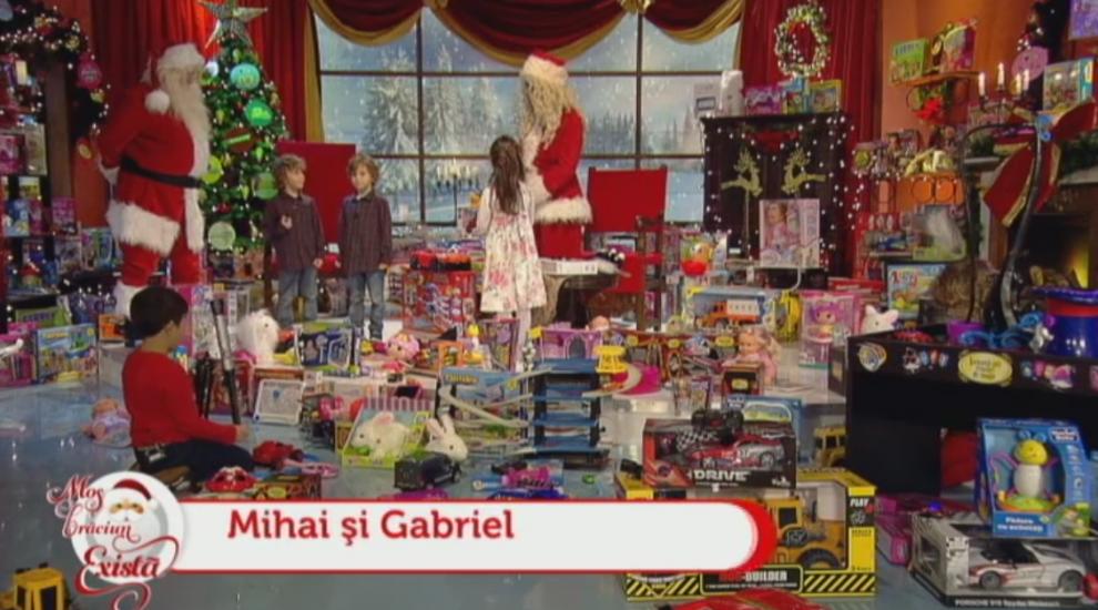 Mos Craciun exista! Ce cadouri au primit Mihai si Gabriel