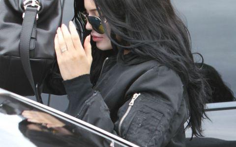 Nu i-a lasat sa-i fotografieze fata. Cum a incercat sa se protejeze Kylie Jenner de obiectivele paparazzilor