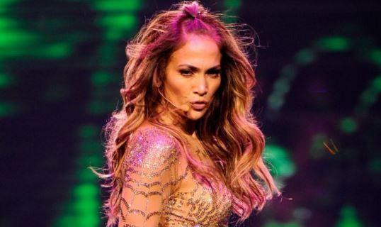 Cum le-a urat Jennifer Lopez  Craciun fericit  fanilor ei. VIDEO cu cei doi copii ai cantaretei