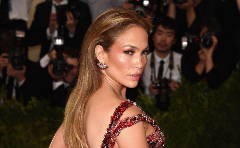 Pantofii cu toc cui pe care doar ea ar putea sa mearga cu atata lejeritate Jennifer Lopez, incredibil de sexy