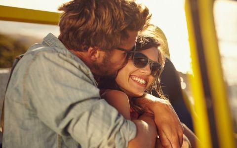 Cum iti dai seama ca e indragostit de tine. 8 gesturi pe care barbatii le fac doar cand le pasa cu adevarat
