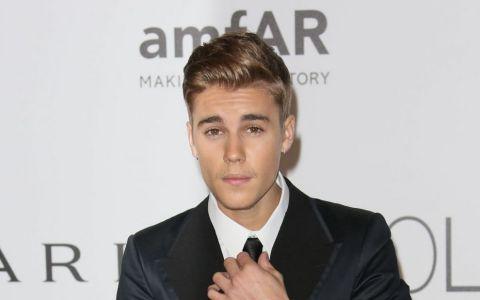 Dupa ce si-a innebunit fanele cu abdomenul, Justin Bieber uimeste din nou. Cum arata artistul dupa o schimbare de look