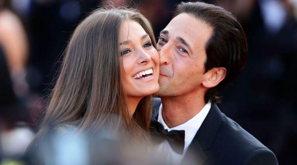 Are una dintre cele mai frumoase iubite de la Hollywood. Cum arata iubita lui Adrien Brody, starul din Pianistul