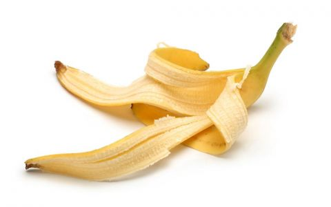Cum sa iti albesti dintii folosind coaja de banana. Metoda care a devenit un trend pe internet