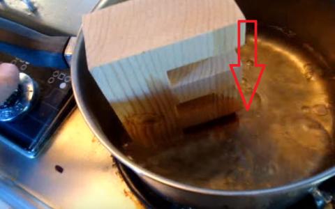 Pune o bucata de lemn in apa fiarta. Secretul din spatele unui truc care parea imposibil de realizat