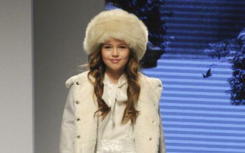 La 3 ani debuta ca model international. Cum arata Kristina Pimenova, una dintre cele mai celebre fetite din lumea modei