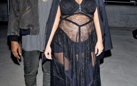 Surprinsa alaturi de Kanye si North West. Prima aparitie publica a lui Kim Kardashian dupa cea de-a doua nastere