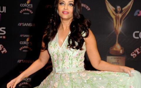 Aishwarya Rai, prima aparitie in 2016. Cat de frumoasa este intr-un costum traditional indian rosu