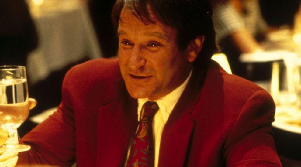 Supriza pentru fanii indragitului actor Robin Williams. Scenele sterse din  Doamna Doubtfire, taticul nostru trasnit